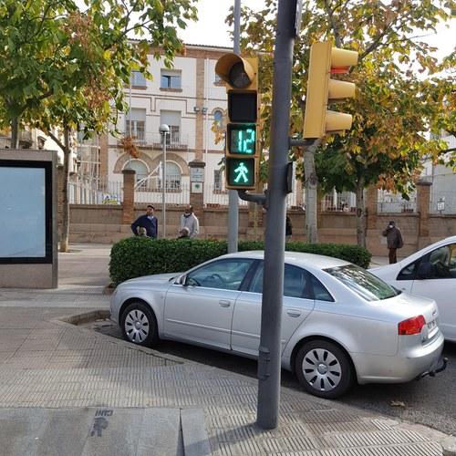 Imatge de la notícia La Paeria millora la senyalització dels semàfors per a vianants i ciclistes