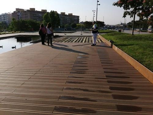 Imatge de la notícia Renovació del paviment de fusta del Parc de les Vies