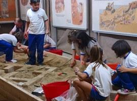 Imatge de la notícia L'Arxiu Arqueològic divulga el seu patrimoni entre els escolars de Lleida
