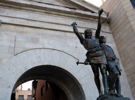 Imatge de la notícia La Paeria plantejarà que empreses de Lleida patrocinin la restauració de l'estàtua d'Indíbil i Mandoni