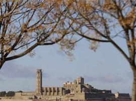 Imatge de la notícia Pas endavant per a la restauració de les muralles del Baluard del Rei del Turó de la Seu Vella