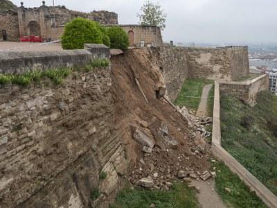 Tècnics municipals i del departament de Cultura faran un informe sobre les causes de l'esllavissada de part del mur de la Seu Vella i les actuacions arquitectòniques que s'hi faran per consolidar-lo