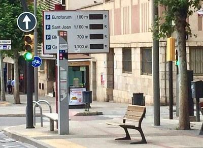 La Paeria retira el panells electrònics que informaven sobre places d'aparcament, i que portaven anys en desús
