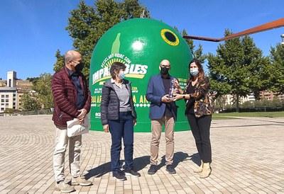 """Arranca a Lleida la campanya """"Reciclant vidre som imparables"""" amb la instal·lació del contenidor de reciclatge més gran del món"""