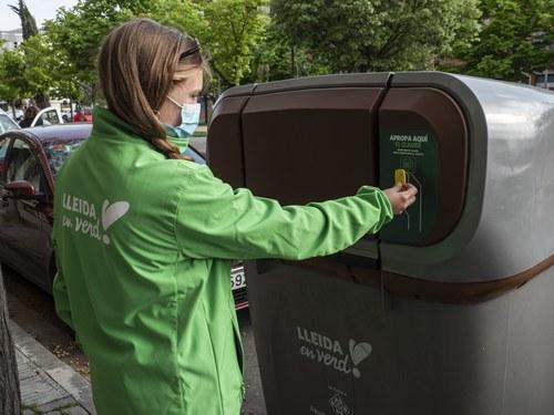 Imatge de la notícia El reciclatge de residus arriba al 70% en el primer mes de funcionament del nou sistema porta a porta a Pardinyes i Balàfia