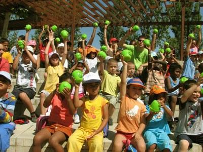 La Paeria promou el consum de fruita dolça entre els infants d'Estiu de Joc
