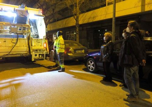 Imatge de la notícia La Paeria treballa amb Bombers la seguretat dels contenidors comunitaris de paper i cartró