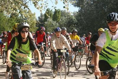 Més de 2.200 persones a la bicicletada popular contra el canvi climàtic