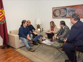 Reunió entre la Paeria i Bankia per analitzar vies de col·laboració en matèria de cessió d'habitatges per a ús social
