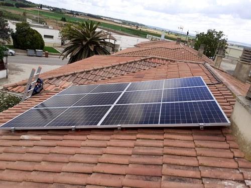 Imatge de la notícia Vint famílies participen en la compra col·lectiva de panells fotovoltaics a Sucs assessorades per l'Agència de l'Energia de Lleida