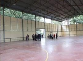 L'alcalde de Lleida, Fèlix Larrosa, visita les obres de la pista poliesportiva i la llar de Jubilats de Raimat