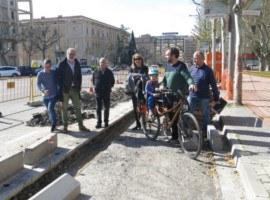 Imatge de la notícia La connexió del carril bici entre el Pont de la Universitat i la Rambla d'Aragó, una realitat a l'estiu