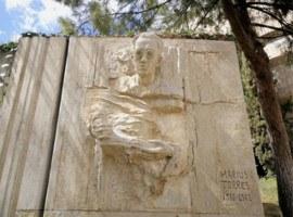 Imatge de la notícia Finalitzen els treballs de restauració de l'escultura de Màrius Torres