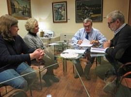 L'alcalde Àngel Ros rep la Plataforma en defensa de l'aparcament davant de l'Auditori
