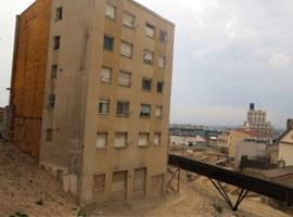 Imatge de la notícia La Paeria inicia avui l'enderroc de l'edifici de la Plaça del Seminari, ubicat a l'àmbit del Call Jueu