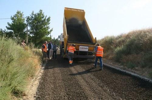 Imatge de la notícia La Paeria pavimenta el primer camí a Lleida amb gairebé el 100% del material reciclat